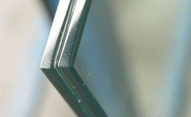 pl565383-laminated_glass